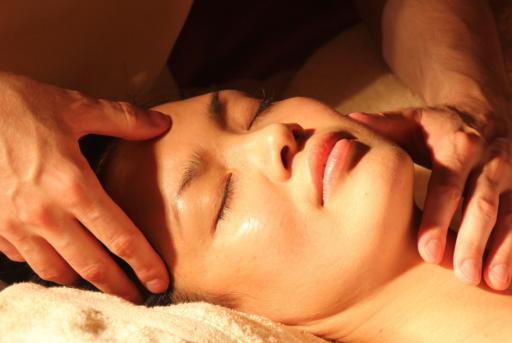 trattamento di bellazza al viso ayurvedico
